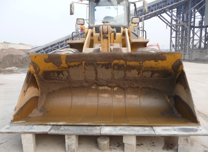 铲板采用高铬合金的主机耐磨件生产技术,区别于传统高锰钢钢板,大大提高铲板使用寿命。